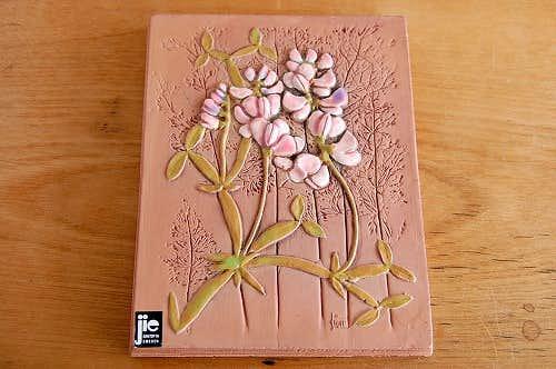 スウェーデン/JIE釜/陶板の壁掛け(ピンクパープルの小さなお花)の商品写真