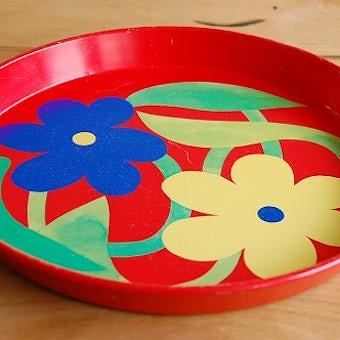 デンマークで見つけたブリキのトレー(レッド・お花模様)の商品写真
