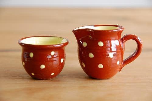 デンマークで見つけた小さなクリーマーとシュガーボウルのセット(ブラウン水玉)の商品写真