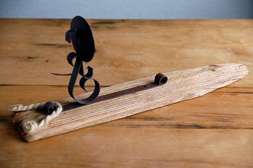 スウェーデンで見つけた木製の壁掛けキャンドルスタンドの商品写真