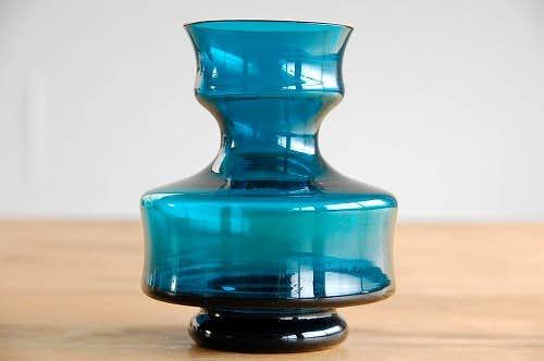 デンマークで見つけた色合いが美しいガラスの花瓶の商品写真
