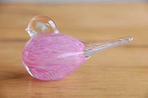 スウェーデンで見つけたガラスの小鳥オブジェ(ピンク)の商品写真