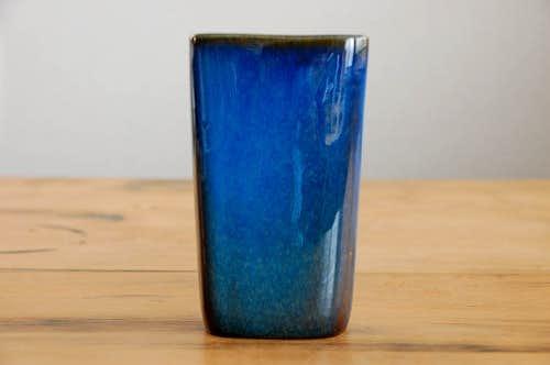 スウェーデンで見つけた陶器の花瓶(ブルー)の商品写真