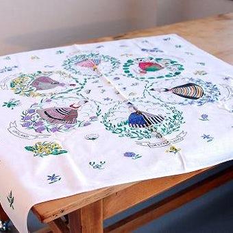 スウェーデンで見つけたテーブルクロス(女性とお花)の商品写真