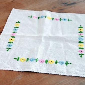 スウェーデンで見つけたセンタークロス(小花の刺繍)の商品写真