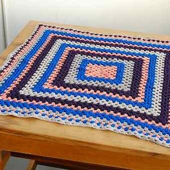 スウェーデンで見つけた手編みのブランケット(ひざ掛け)の商品写真