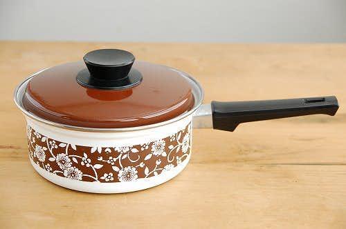 デンマークで見つけたホーロー片手鍋(ブラウン・花柄)の商品写真