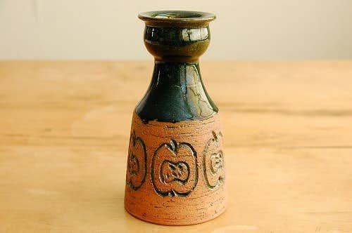 スウェーデンで見つけた陶器の花瓶(りんご柄)の商品写真