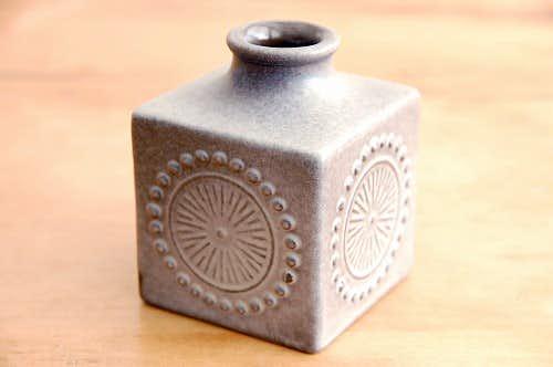 Upsala Ekeby/ウプサラエクビイ/キューブ型の花瓶(濃いグレー)の商品写真