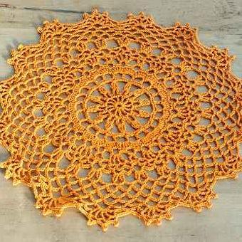 スウェーデンで見つけた手編みドイリー(オレンジ)の商品写真