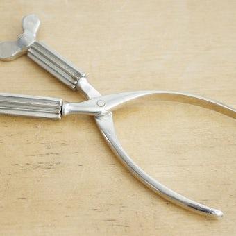 スウェーデンで見つけたチューブを絞るための道具の商品写真