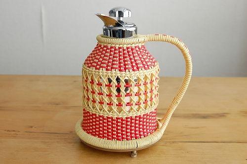 スウェーデンで見つけたビニールストロー素材を編んだカバー付き魔法瓶の商品写真