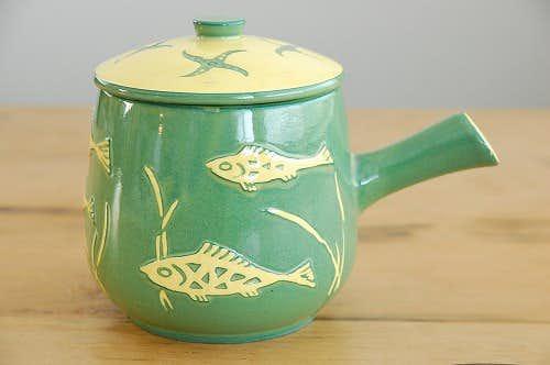 デンマークで見つけた陶器のソースパン(お魚とヒトデ)の商品写真