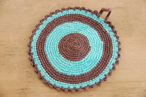 スウェーデンで見つけた手編みのポットマット(グリーン&ブラウン)の商品写真