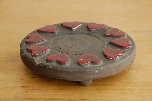 スウェーデン/JIE釜/ハート柄が可愛い陶器の鍋敷き(ポットマット)の商品写真