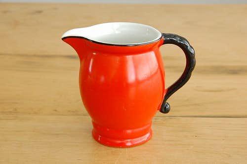 スウェーデンで見つけた陶器のクリーマー(レッド)の商品写真