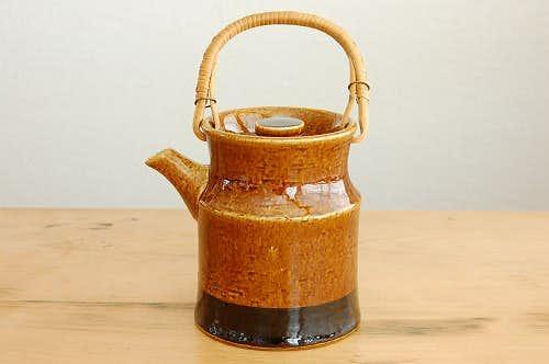 RORSTRAND/ロールストランド/陶器のティーポット(籐の持ち手・ブラウン)の商品写真