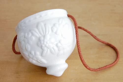 スウェーデンで見つけた陶器の小物入れ(ハンギング式)の商品写真