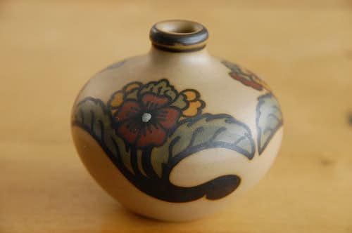 スウェーデンで見つけた小さな壷(ブラウン・お花模様)の商品写真