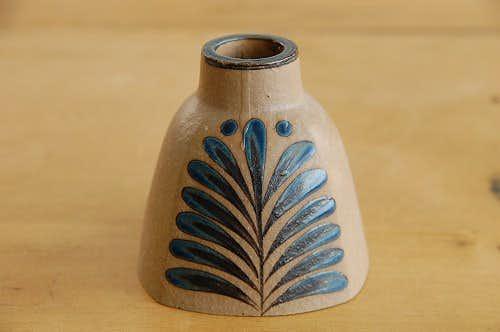 スウェーデンで見つけた陶器のキャンドルスタンド(ブルーの葉っぱ模様)の商品写真