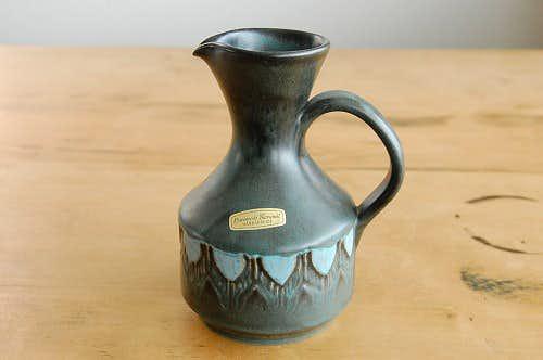 デンマークで見つけた陶器の花瓶(ピッチャー型)の商品写真
