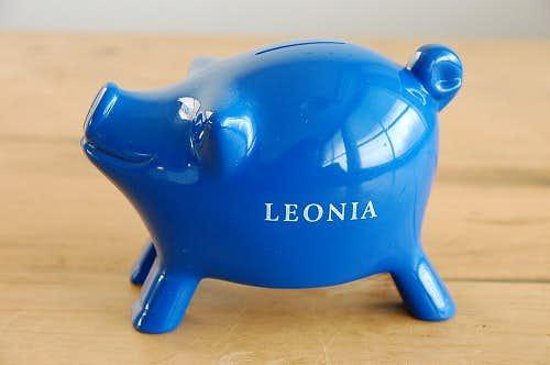 デンマークで見つけたプラスティック製のブタの貯金箱(オブジェ)の商品写真