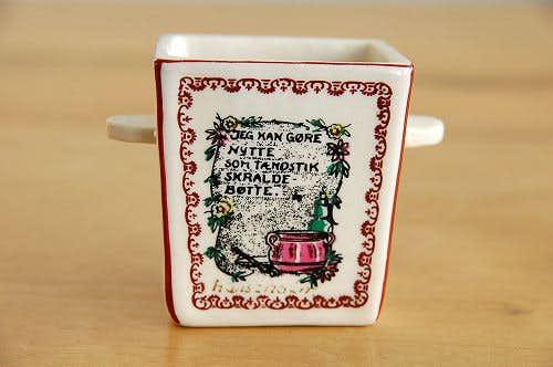 デンマークで見つけた小さな陶器の小物入れ(壁掛け用)の商品写真