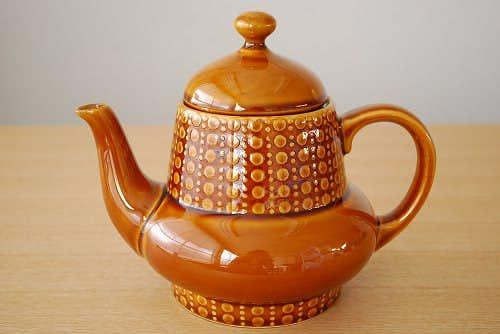 デンマークで見つけた陶器のティーポット(ブラウン)の商品写真