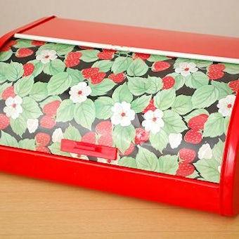デンマークで見つけたブリキのブレッドケース(レッド・いちご模様)の商品写真