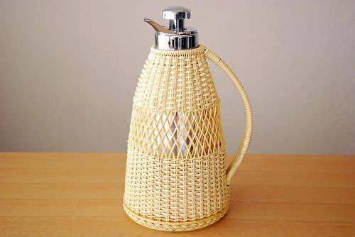 スウェーデンで見つけたストロー素材を編んだカバー付きのヴィンテージ魔法瓶の商品写真