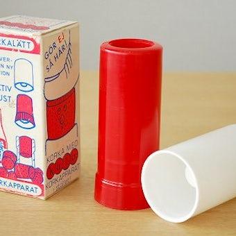 スウェーデンで見つけたプラスティック製のコルクを装着するための道具(BOX入り)の商品写真