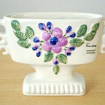 Rosa Ljungデザイン/陶器のトロフィー型の花瓶(薄いグレー)の商品写真