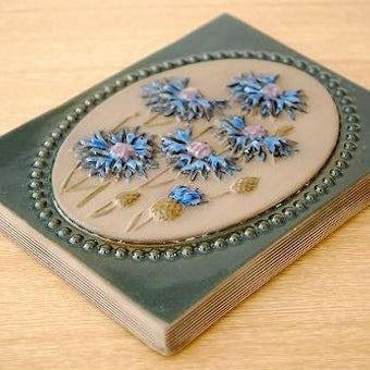 スウェーデン/JIE釜/陶板の壁掛け(シックなブルーのお花)の商品写真