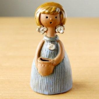 スウェーデンで見つけた陶器の女の子のオブジェの商品写真