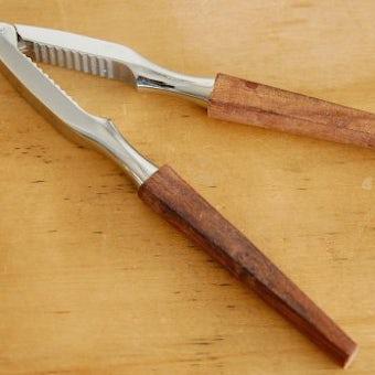 スウェーデンで見つけたナッツを割るための道具の商品写真