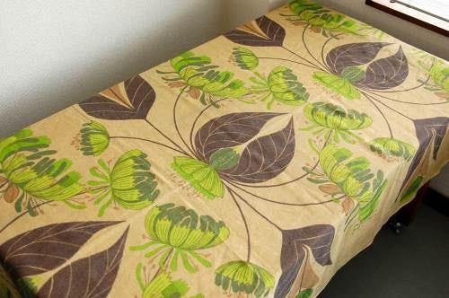 スウェーデンで見つけたヴィンテージカーテン(ベージュ・花柄)の商品写真