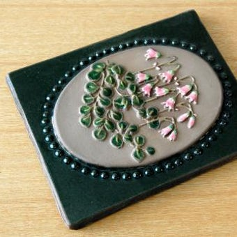 スウェーデン/JIE釜/陶板の壁掛け(ピンクのお花)の商品写真
