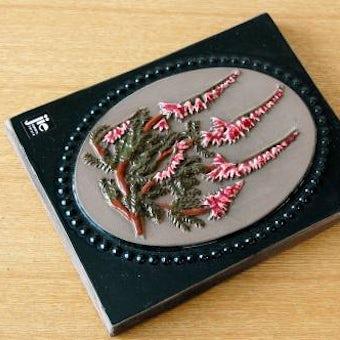 スウェーデン/JIE釜/陶板の壁掛け(ピンクの細長いお花)の商品写真