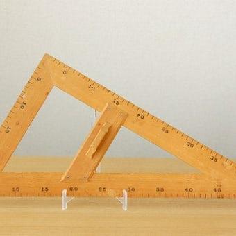 スウェーデンで見つけた古くて大きな木製三角定規の商品写真