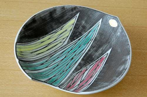 Upsala Ekeby/ウプサラ・エクビイ/Mari Simmulson デザイン/個性的なフォルムの絵皿(深皿)の商品写真