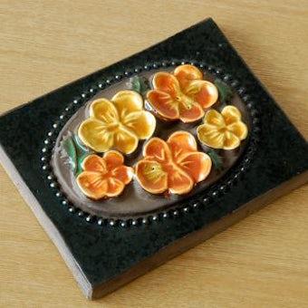 スウェーデン/JIE釜/陶板の壁掛け(小)(オレンジ色のお花)の商品写真
