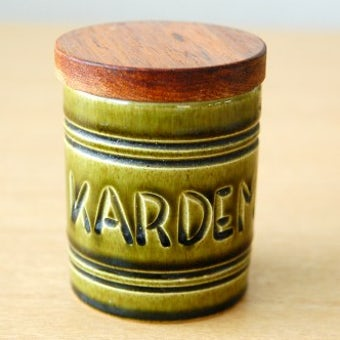 スウェーデンで見つけた木蓋付きスパイスポット(KARDEMUMMA)の商品写真