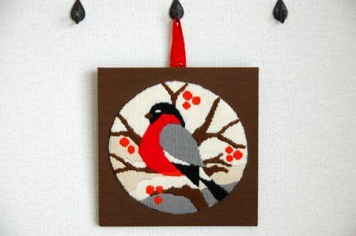 スウェーデンで小鳥の刺繍の壁掛けパネルの商品写真