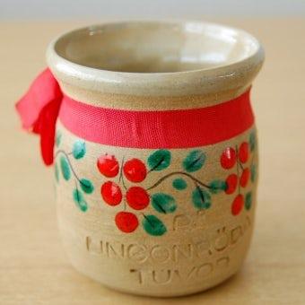 スウェーデンで見つけた陶器のジャムポット(赤い木の実)の商品写真