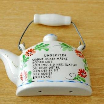 スウェーデンで見つけた陶器の壁飾り(ケトル)の商品写真