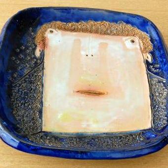 スウェーデンで見つけた陶器のスクエアプレート(ブルー)の商品写真
