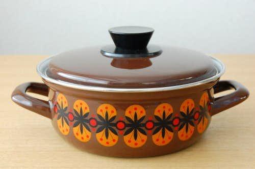 スウェーデンで見つけたホーロー両手鍋(ブラウン)の商品写真