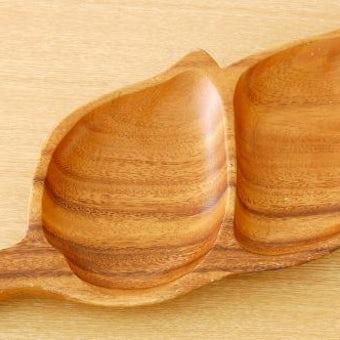 スウェーデンで見つけた木の葉型の木製プレートの商品写真