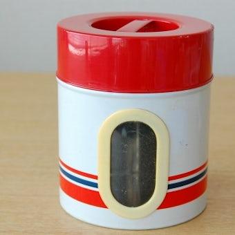 スウェーデンで見つけた古いブリキ缶(小窓付き)の商品写真