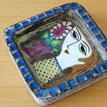 Upsala Ekeby/ウプサラエクビィ/Mari Simmulsonマリ・シミュルソン/陶器のスクエアプレート(女性の顔)の商品写真